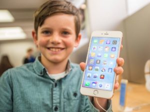teens-get-their-first-smartphone-when-theyre-11