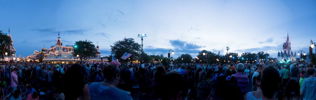 Crowds at Disney (flickr, Peter Lee 2.0)